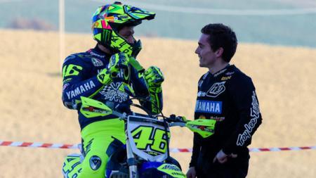 Valentino Rossi menjajal motocross. - INDOSPORT