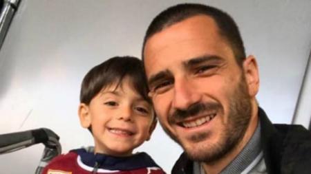 Leonardo Bonucci (kanan) bersama anaknya, Lorenzo - INDOSPORT