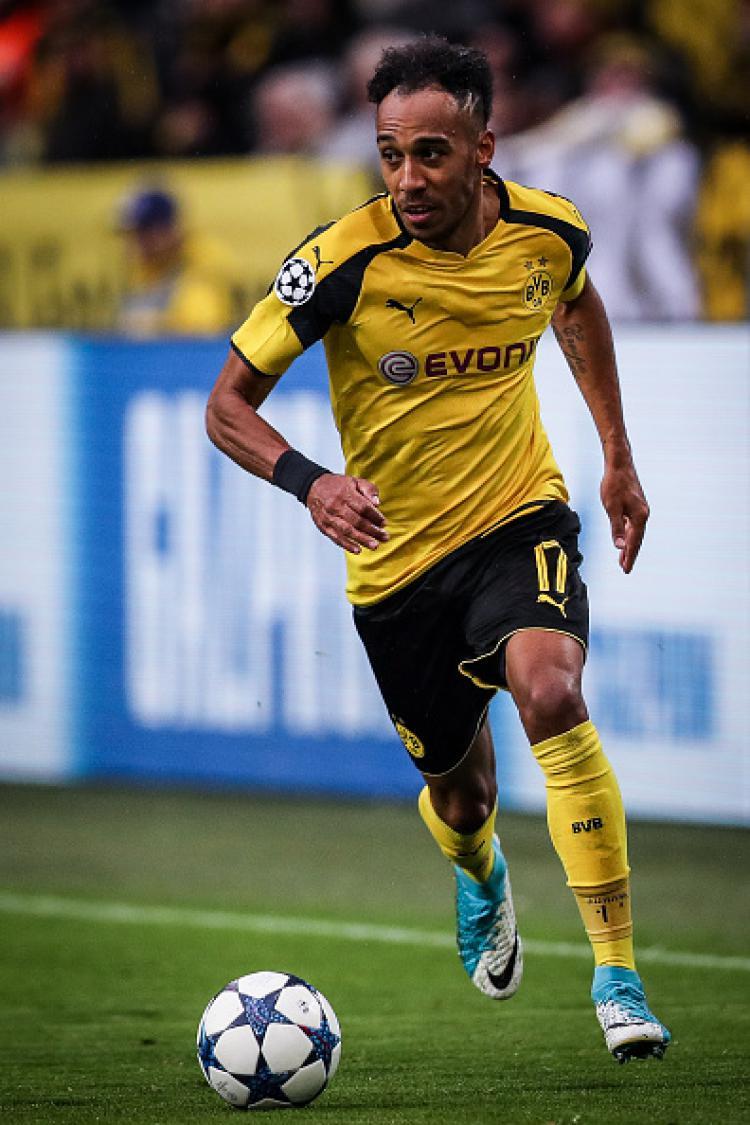 Pierre-Emerick Aubameyang, striker Borussia Dortmund diisukan segera ke AC Milan. Copyright: Maja Hitij/Bongarts/Getty Images