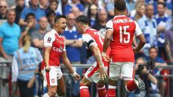 Selebrasi para pemain Arsenal saat membobol gawang Chelsea.