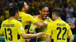 Selebrasi para pemain Borussia Dortmund saat membobol gawang Frankfurt.