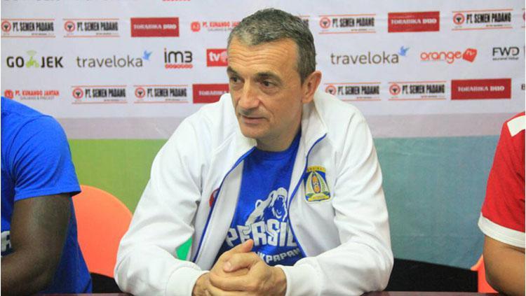 Milomir Seslija mengakui bahwa Semen Padang tak semestinya berada di papan bawah klasemen Liga 1. Copyright: Media Officer Persiba Balikpapan