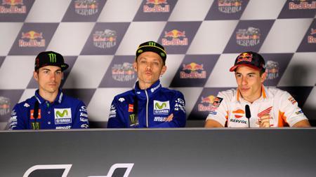 Maverick Vinales, Valentino Rossi, dan Marc Marquez dalam konferensi pers. - INDOSPORT