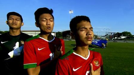 Tangis air mata menetes di pipi pemain Indonesia Muda. - INDOSPORT