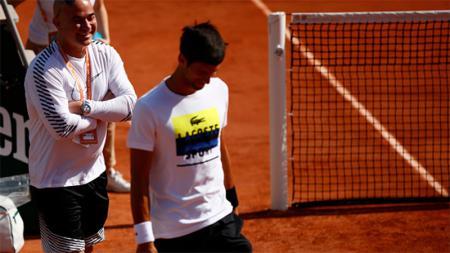 Andre Agassi (kiri) dan Novak Djokovic. - INDOSPORT