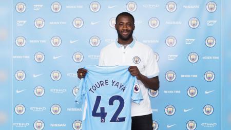 Yaya Toure resmi perpanjang kontraknya di Man City. - INDOSPORT