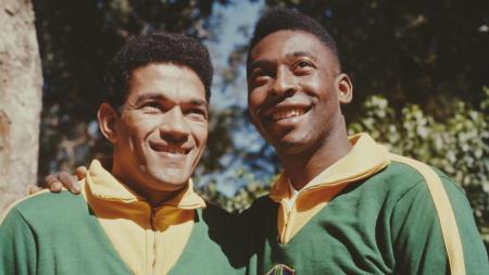 Mane Garrincha (kiri) bersama dengan Pele di Timnas Brasil. - INDOSPORT