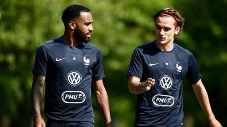 Pemain Timnas Prancis, Alexandre Lacazette dan Antoine Griezmann. - INDOSPORT
