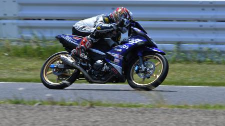Wahyu Aji Trilaksana menjadi yang tercepat pada sesi kualifikasi balap kelas UB150 di ARRC 2017 seri Suzuka. - INDOSPORT