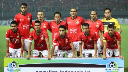 Persija Jakarta saat berpose menjelang kick off di Liga 1. - INDOSPORT