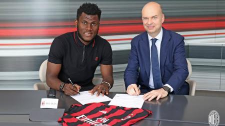 Franck Kessie akan ikut serta di laga persahabatan AC Milan melawan Cesena, Minggu (18/08/19) mendatang. Hal ini pun membuatnya batal dijual Rossoneri di bursa transfer musim panas ini. - INDOSPORT