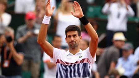 Novak Djokovic usai mengalahkan Diego Schwartzman di babak ketiga Prancis Terbuka 2017. - INDOSPORT