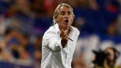 Indosport - Roberto Mancini meradang usai Timnas Italia disebut tak punya peluang jelang gelaran Euro 2020 karena tak punya bintang. Claudio Villa - Inter/Inter via Getty Images.