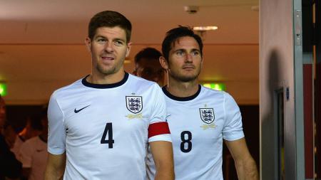 Steven Gerrard dan Frank Lampard ketika masih membela Timnas Inggris. - INDOSPORT