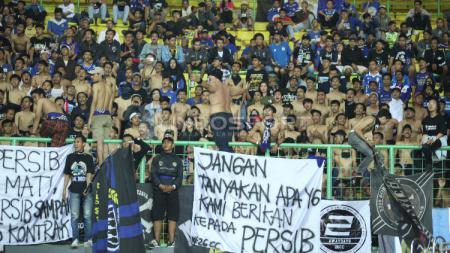 Para Bobotoh sempat melakukan protes dalam beberapa laga Persib Bandung. - INDOSPORT