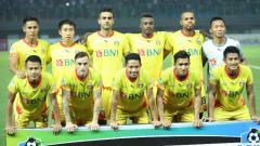 Indosport - Skuat utama Bhayangkara FC saat hadapi Persib Bandung