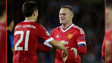 Dua penggawa Man United, Ander Herrera (kiri) dan Wayne Rooney. - INDOSPORT
