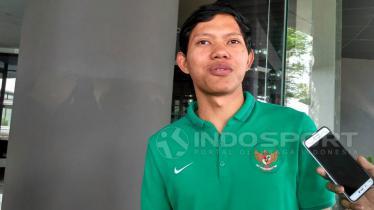 Adam Alis dengan seragam Timnas Indonesia. - INDOSPORT