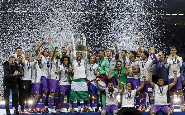 Selebrasi para pemain Real Madrid usai memastikan diri menjadi juara Liga Champions 2016/17. Copyright: INDOSPORT