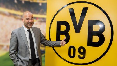 Peter Bosz menjadi pelatih baru Borussia Dortmund. - INDOSPORT