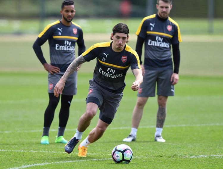 Hector Bellerin, bek sayap Arsenal dalam sesi latihan. Copyright: INDOSPORT