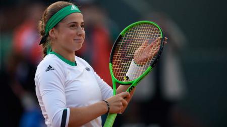 Jelena Ostapenko selebrasi usai dipastikan lolos ke semifinal Prancis Terbuka. - INDOSPORT