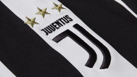 Juventus dikabarkan tengah mengincar salah satu striker muda milik Olympique Lyon, Amine Gouiri. - INDOSPORT