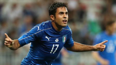 Eder merayakan golnya ke gawang Uruguay. - INDOSPORT