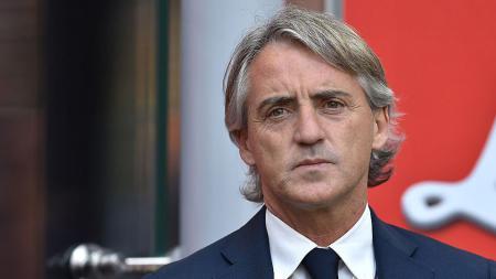 Pelatih sepak bola timnas Italia, Roberto Mancini, seolah sangat khawatir sampai menganggap bahwa situasi yang terjadi akibat virus corona bak neraka dunia. - INDOSPORT