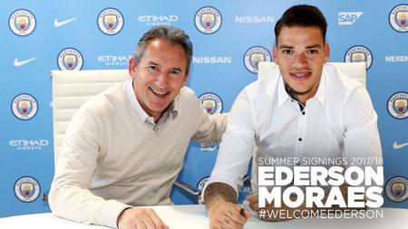 Ederson Moraes resmi gabung Manchester City. - INDOSPORT
