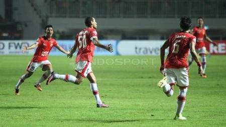 Striker Persija Jakarta, Bruno Lopes rayakan golnya ke gawang PS TNI. - INDOSPORT