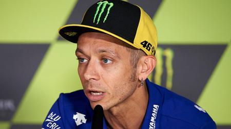 Valentino Rossi dalam sebuah konferensi pers. - INDOSPORT
