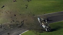 Indosport - Kecelakaan mengerikan yang dialami oleh Timothy Peters dalam balapan NASCAR di Texas, Amerika Serikat.