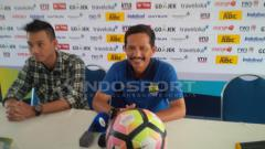Indosport - Djajang Nurdjaman dalam jumpa pers.