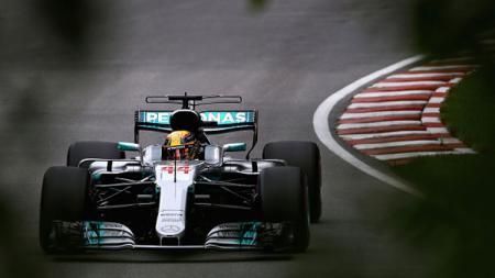 Pembalap andalan Mercedes, Lewis Hamilton. - INDOSPORT