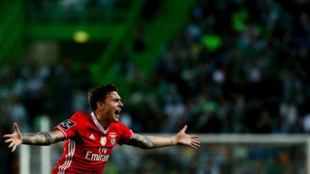 Bintang Benfica, Victor Lindelof setuju bergabung dengan Manchester United. - INDOSPORT