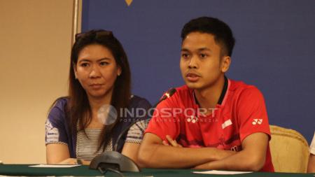 Susy Susanti bersama tunggal putra Indonesia, Anthony Sinisuka Ginting. - INDOSPORT