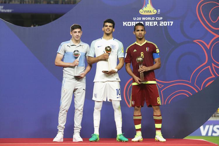 Para penerima penghargaan pemain terbaik Piala Dunia U-20, (kiri-kanan) Federico Valverde, Dominic Solanke, Yangel Herrera. Copyright: Chung Sung-Jun - The FA/The FA via Getty Images