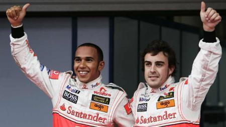Mantan pembalap Formula 1 (F1) memberi pandangannya terkait sosok Lewis Hamilton dan Fernando Alonso. - INDOSPORT