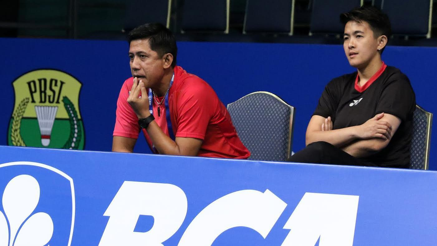 Pelatlih ganda campuran Indonesia, Nova Widianto (kiri) dan Vita Marissa saat menyaksikan pertandingan Edi Subaktiar/Gloria Emmanuelle Widjaja di Indonesia Open 2017. Copyright: PBSI