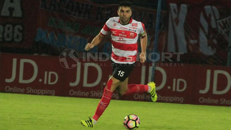 Bek andalan Madura United, Fabiano Beltrame. Copyright: Ian/INDOSPORT