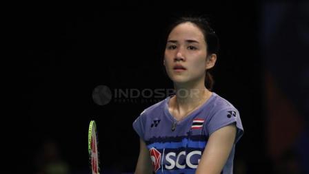 Nitchaon Jindapol berhasil merebut satu tempat di babak perempatfinal Indonesia Open 2017.