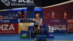 Indosport - Iris Metspalu, salah satu wasit Indonesia Open 2017 yang menjadi sorotan.
