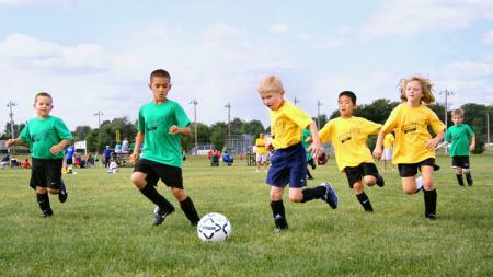 Sepakbola anak-anak. - INDOSPORT