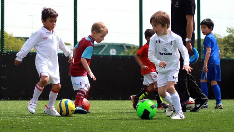 Sepakbola anak-anak. Copyright: runcornfchalton.co.uk