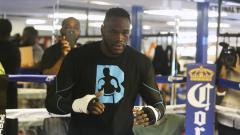 Indosport - Deontay Wilder berhasil mempertahankan sabuk WBC kelas beratnya dengan mudah setelah menumbangkan Dominic Breazeale.