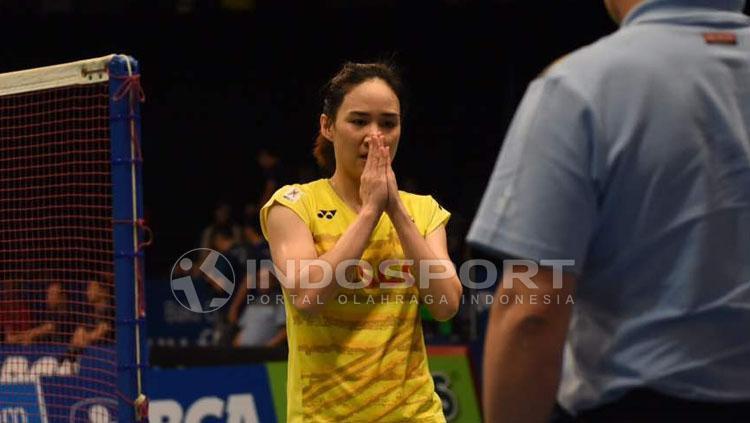 Salam Nitchaon Jindapol usai pertandingan. Copyright: Herry Ibrahim/Indosport.com
