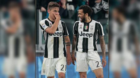 Paulo Dybala dan Dani Alves, dua penggawa Juventus. - INDOSPORT