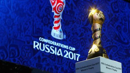 Piala Konfederasi yang dipamerkan di Rusia, tuan rumah event tahunan ini. - INDOSPORT