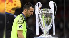 Indosport - Sukses meraih berbagai gelar juara di usia yang sudah 42 tahun kini, kiper Juventus, Gianluigi Buffon, ternyata memiliki penyesalan di dua pertandingan.